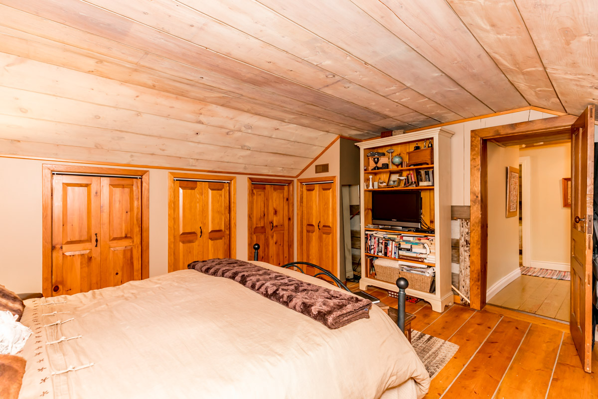 http://listingtour.s3-website-us-east-1.amazonaws.com/1042-lakeshore-road-e/1042Lakeshore-133.jpg