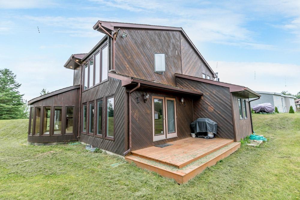 http://listingtour.s3-website-us-east-1.amazonaws.com/11-greenwood-crescent/11Greenwood-149.jpg