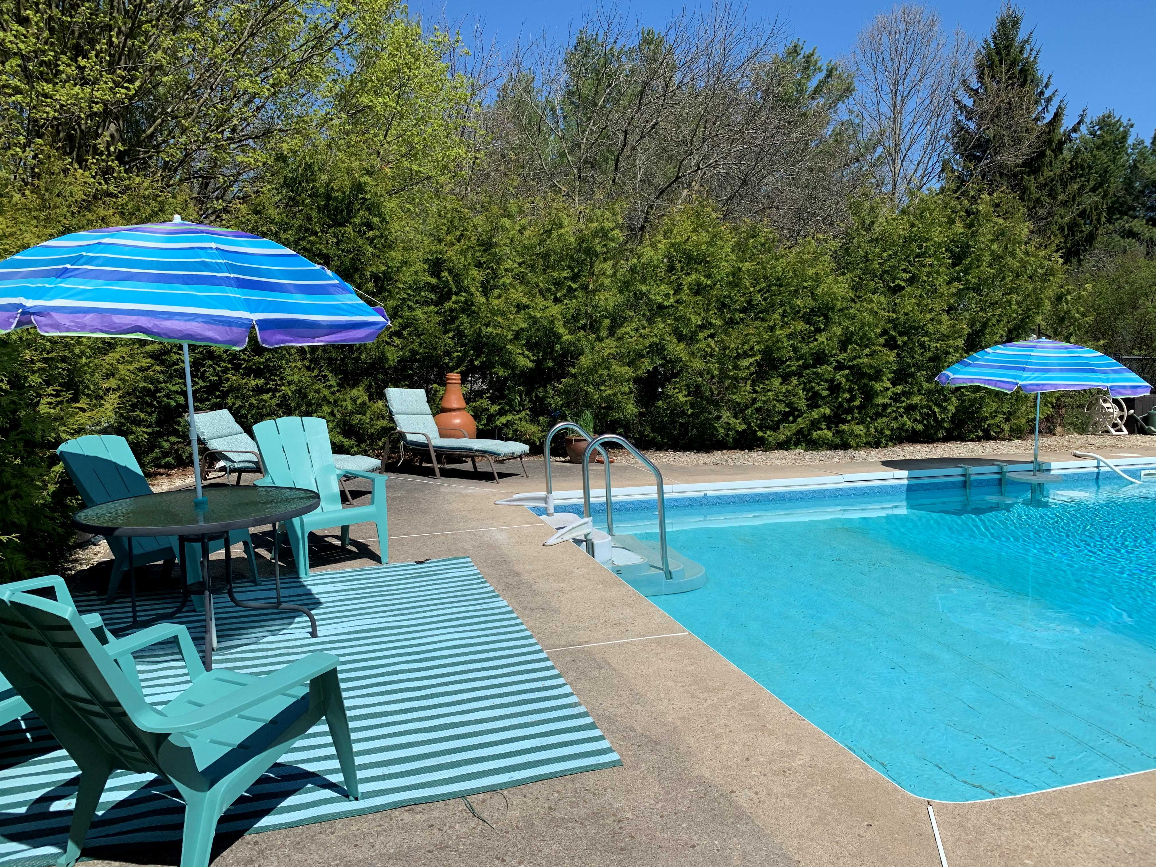 http://listingtour.s3-website-us-east-1.amazonaws.com/1375-adjala-tecumseth-townline/new pool shot.jpg
