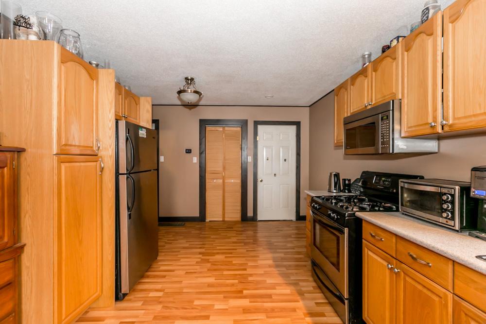 http://listingtour.s3-website-us-east-1.amazonaws.com/240-oxford-street/240OxfordStreet-112.jpg
