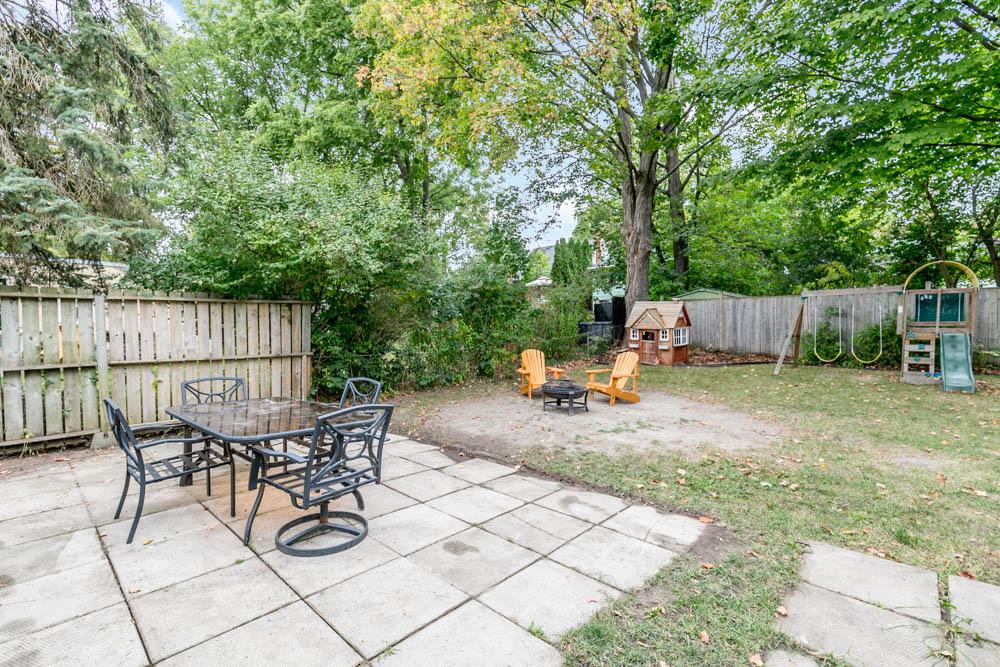 http://listingtour.s3-website-us-east-1.amazonaws.com/34-grove-street-e/34GroveStE,Barrie-125.jpg