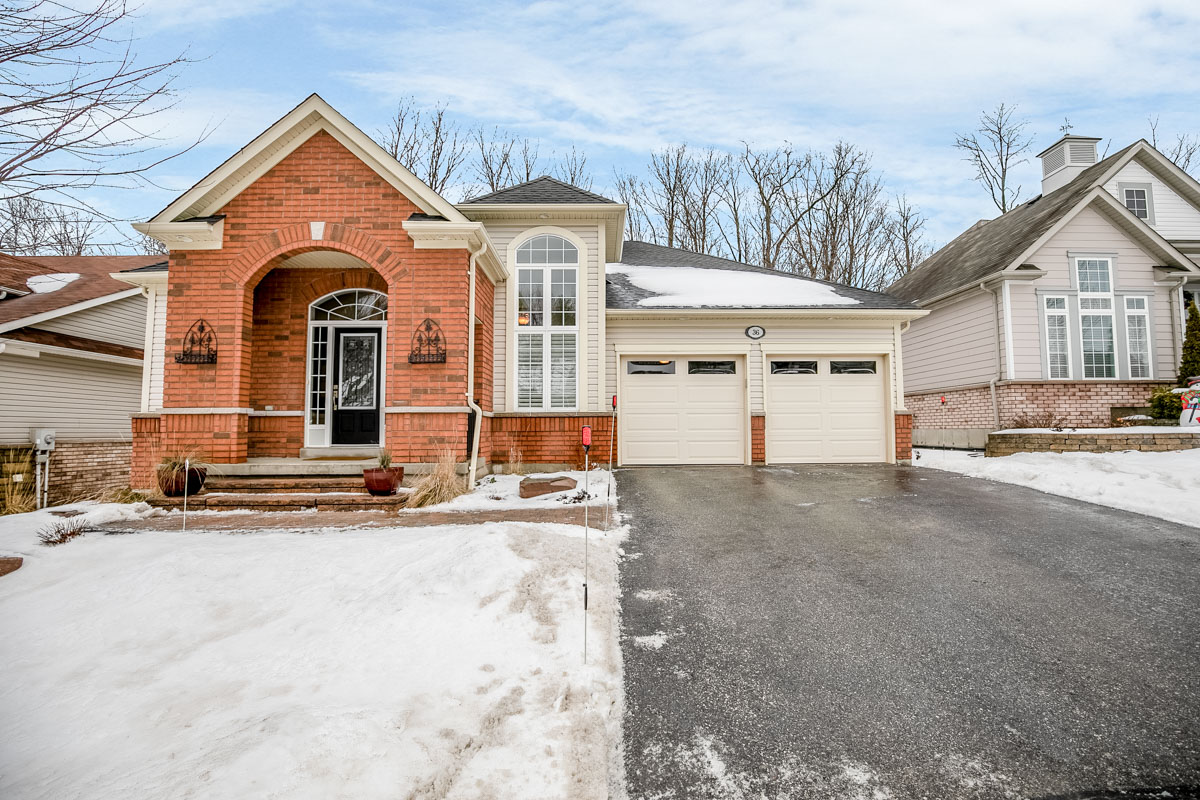 http://listingtour.s3-website-us-east-1.amazonaws.com/36-tanglewood-crescent/36 Tanglewood Cres-102.jpg
