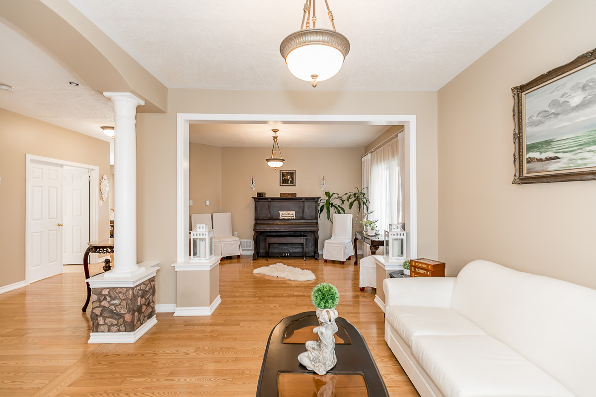 http://listingtour.s3-website-us-east-1.amazonaws.com/411-mapleton-avenue/411 Mapleton Avenue-109.jpg