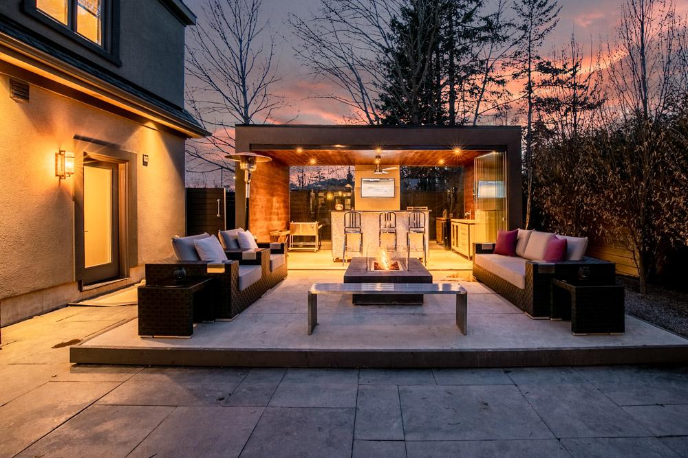 http://listingtour.s3-website-us-east-1.amazonaws.com/44-hawkridge-avenue/44HawkridgeAvenue-TwilightsREEDIT-103.jpg