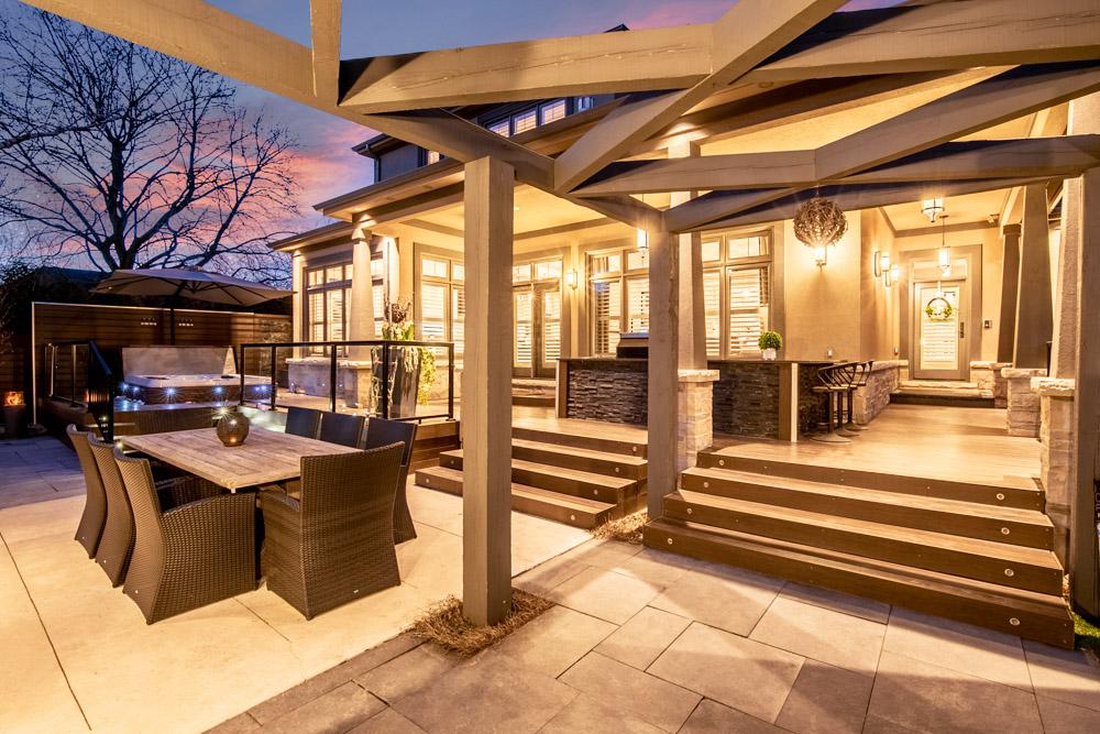http://listingtour.s3-website-us-east-1.amazonaws.com/44-hawkridge-avenue/44HawkridgeAvenue-TwilightsREEDIT-106.jpg