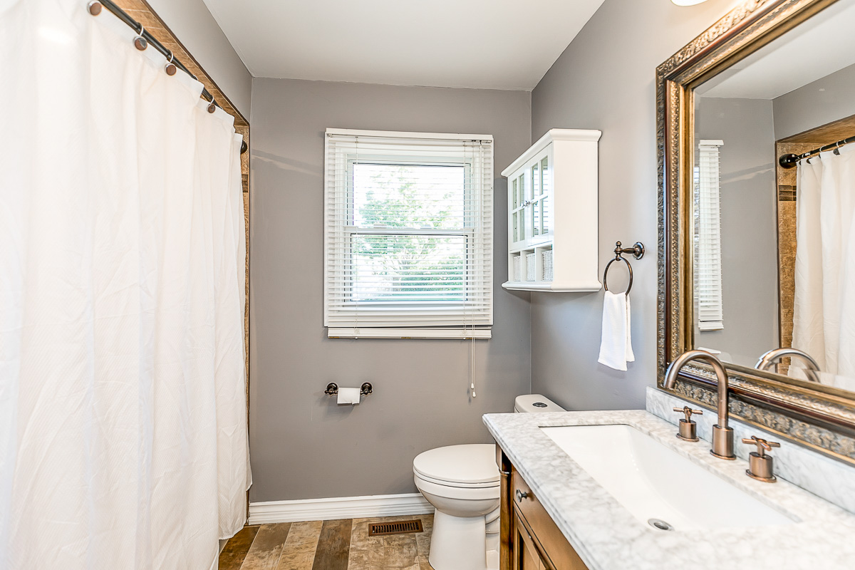 http://listingtour.s3-website-us-east-1.amazonaws.com/52-craigleith-crescent/52 Craigleith Crescent-152.jpg