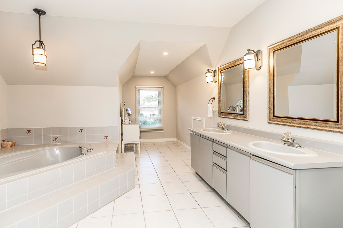 http://listingtour.s3-website-us-east-1.amazonaws.com/52-craigleith-crescent/52 Craigleith Crescent-160.jpg