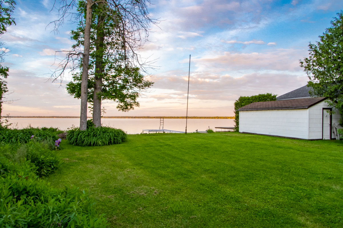 http://listingtour.s3-website-us-east-1.amazonaws.com/547-duclos-point-road/547 Duclos Point Rd TWILIGHTS-102.jpg