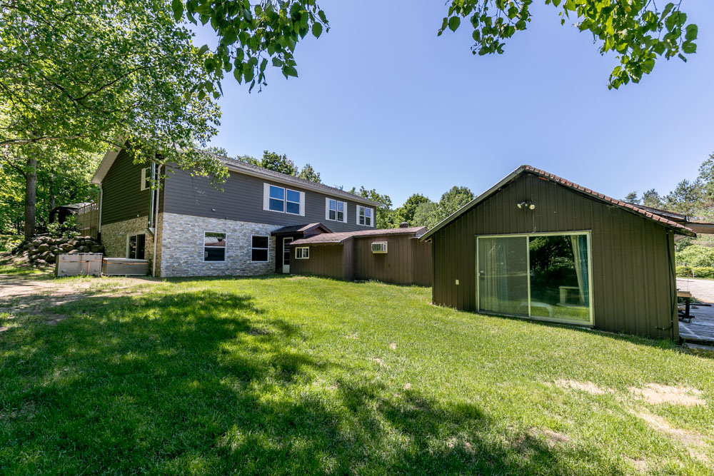 http://listingtour.s3-website-us-east-1.amazonaws.com/559-lafontaine-road-e/559 Lafontaine Rd E-144.jpg