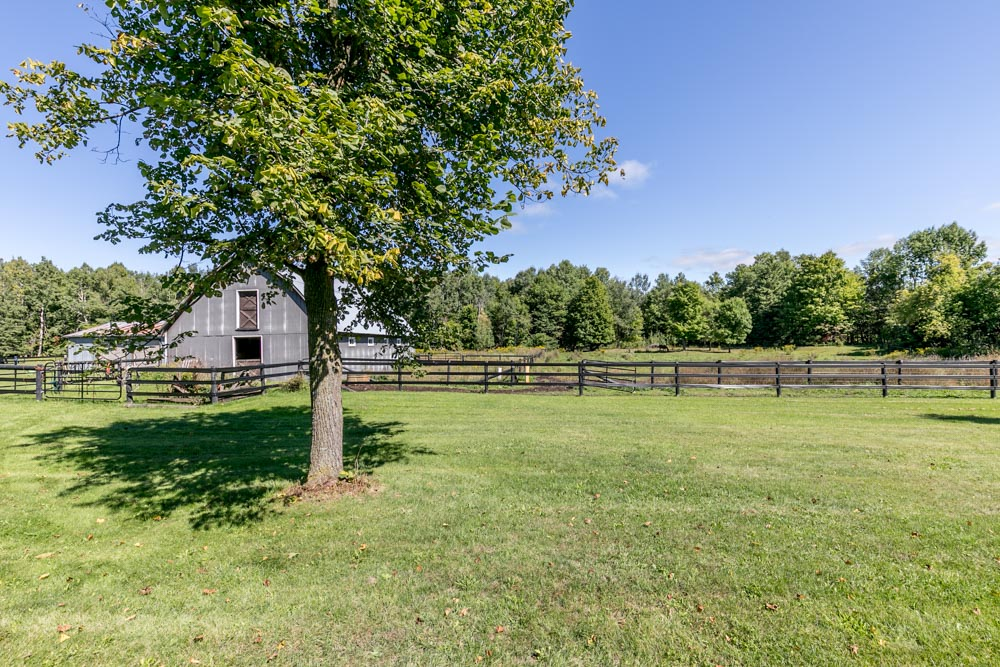http://listingtour.s3-website-us-east-1.amazonaws.com/5691-concession-road-2/5691 Concession Road 2, Township of Adjala-Tosorontio-128.jpg
