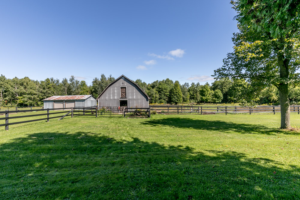 http://listingtour.s3-website-us-east-1.amazonaws.com/5691-concession-road-2/5691 Concession Road 2, Township of Adjala-Tosorontio-129.jpg