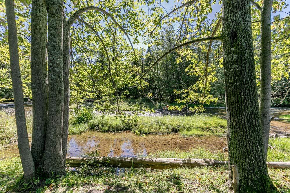 http://listingtour.s3-website-us-east-1.amazonaws.com/5691-concession-road-2/River&Extra-104.jpg