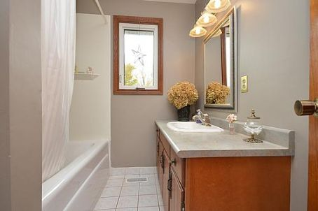http://listingtour.s3-website-us-east-1.amazonaws.com/7528-county-road-14/7528 - Bathroom.jpg