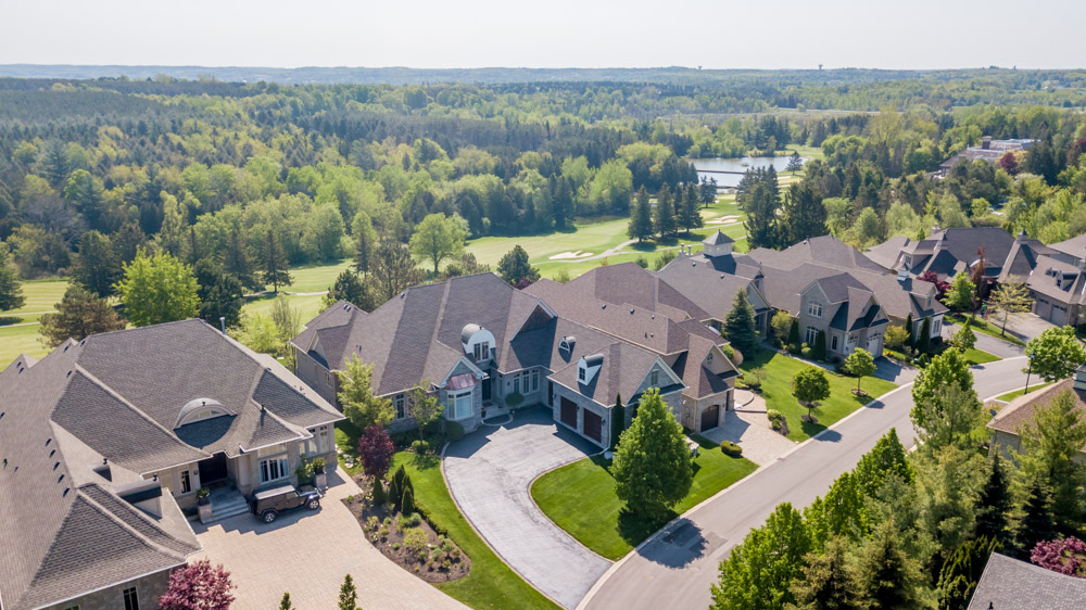 http://listingtour.s3-website-us-east-1.amazonaws.com/86-country-club-drive/86CountryClub-AERIAL-101.jpg