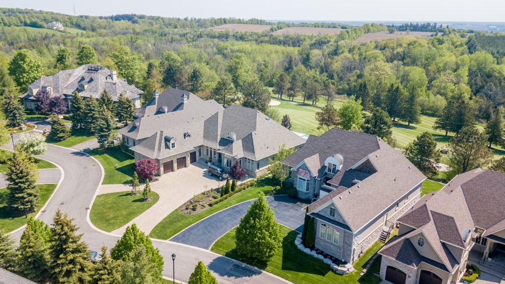 http://listingtour.s3-website-us-east-1.amazonaws.com/86-country-club-drive/86CountryClub-AERIAL-103.jpg