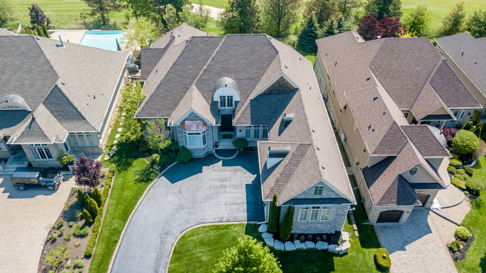 http://listingtour.s3-website-us-east-1.amazonaws.com/86-country-club-drive/86CountryClub-AERIAL-104.jpg
