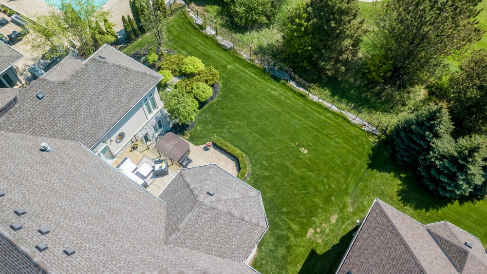 http://listingtour.s3-website-us-east-1.amazonaws.com/86-country-club-drive/86CountryClub-AERIAL-106.jpg