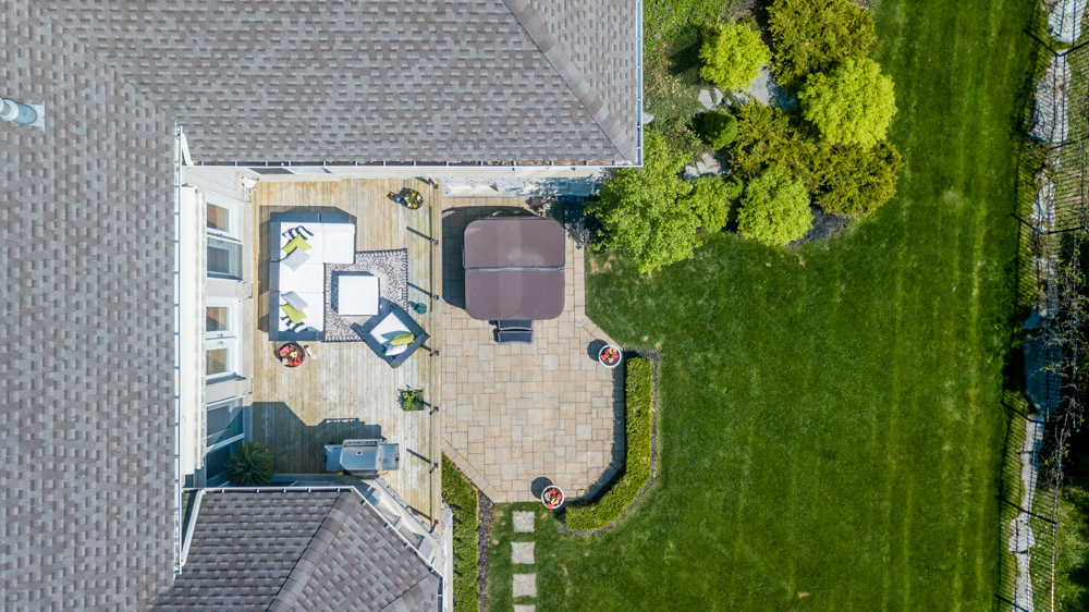 http://listingtour.s3-website-us-east-1.amazonaws.com/86-country-club-drive/86CountryClub-AERIAL-107.jpg