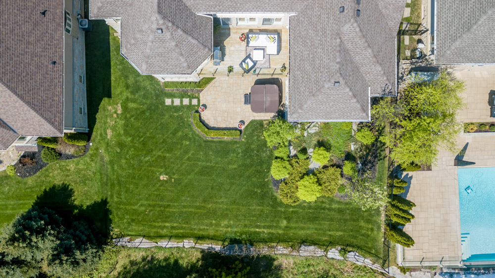 http://listingtour.s3-website-us-east-1.amazonaws.com/86-country-club-drive/86CountryClub-AERIAL-108.jpg