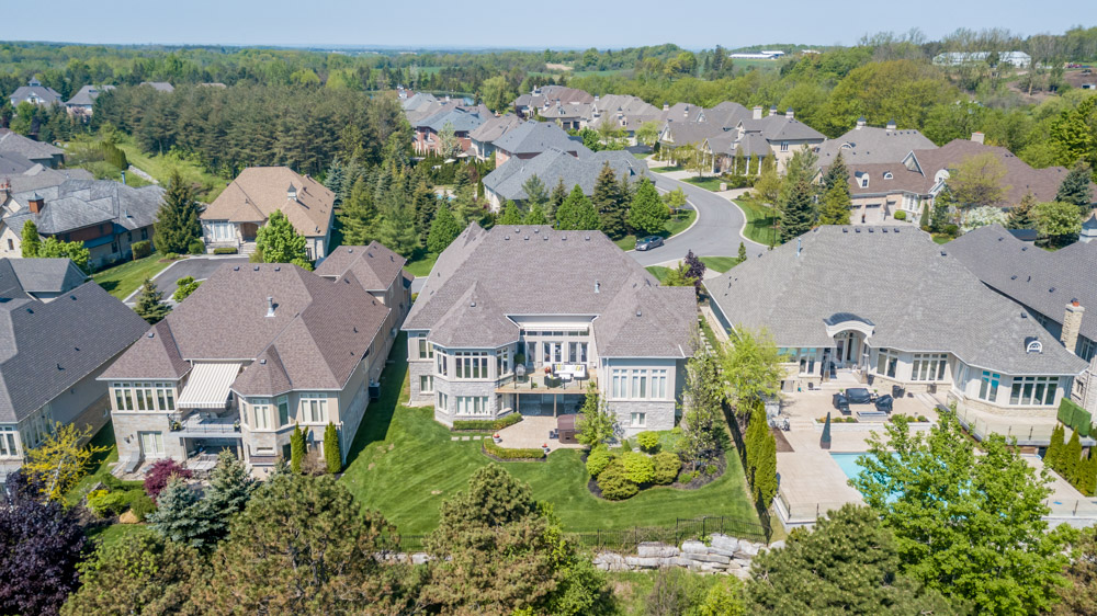 http://listingtour.s3-website-us-east-1.amazonaws.com/86-country-club-drive/86CountryClub-AERIAL-111.jpg