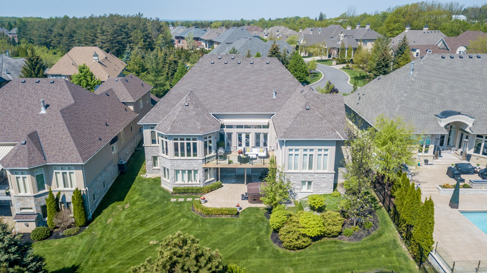 http://listingtour.s3-website-us-east-1.amazonaws.com/86-country-club-drive/86CountryClub-AERIAL-112.jpg