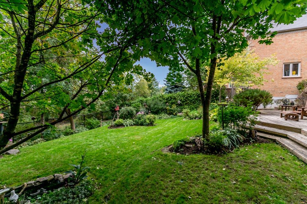 http://listingtour.s3-website-us-east-1.amazonaws.com/868-wildrush-place/868WildrushPlace-117.jpg